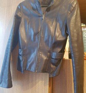 Женская модельная куртка