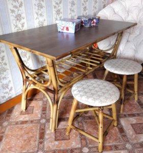 Стол и 2 табуретки
