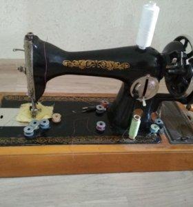 Машинка швейная советская