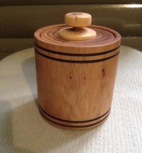 Шкатулка из дерева в форме бочки
