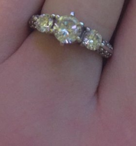 Продам серебрянное кольцо