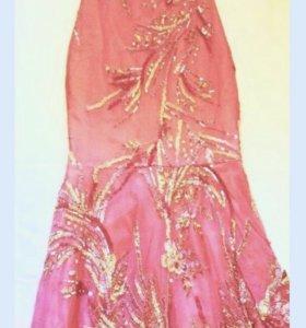 Шикарное, малиновое платье с вышивкой, вечернее