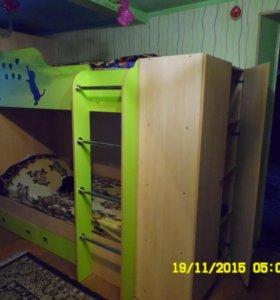 двухъярусная кровать + два шкафа
