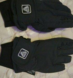 Перчатки новые спортивн