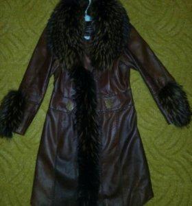Роскошное кожаное пальто с меховым воротником