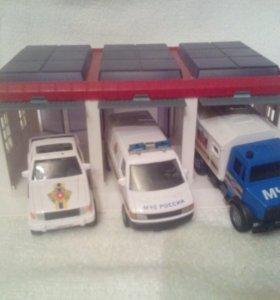 Набор из трёх машинок и гаража