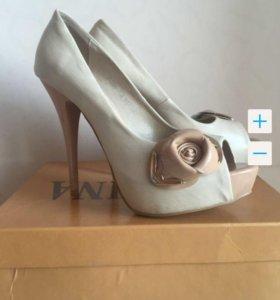 Туфли-босоножки 38 размер