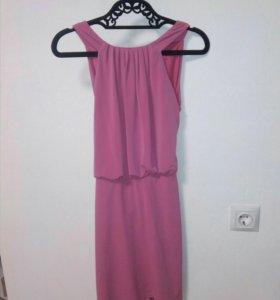 Шикарное платье 42-44 цвет фуксия