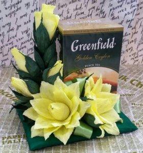 Подарок: чай, цветы с конфетами