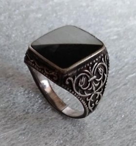 Кольцо перстень мужское Серебро с драг. Камнями