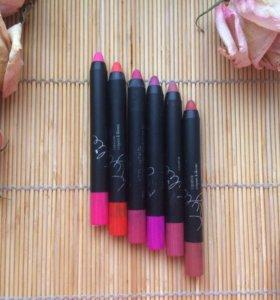 Kylie карандаш для губ