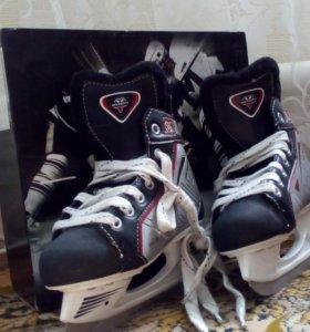 Хоккейные коньки р.34