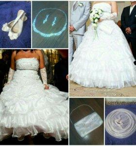 Свадебное платье, украшения.