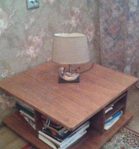 Квадратный журнальный стол
