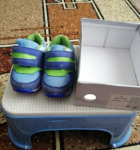 Кроссовки, босоножки 21