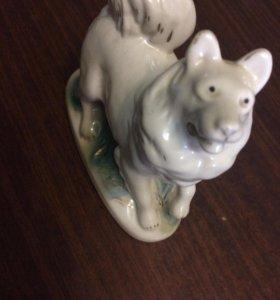(Для коллекционеров)Фарфоровая собака