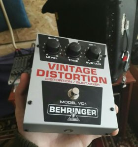 педаль Vintage Distortion от Behringer