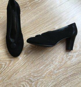 Новые туфли полностью натуральные, размер 40