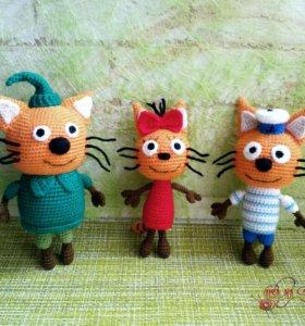 Вязаные игрушки. Три кота