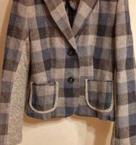 Пиджак шерстяной. Разсер 46.