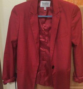 Красный пиджак bershka