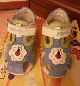 Продаю детские сандалии