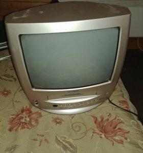 Телевизор с пультом и встроенным видаком