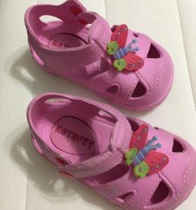 Туфли (сандалии) резиновые