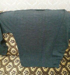 Продам свитер новый