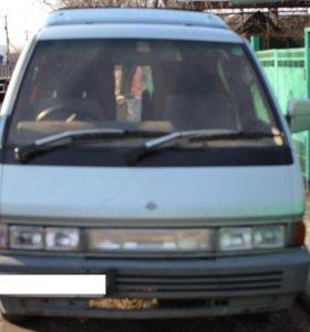 Минивэн Nissan Largo
