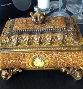 Шкатулка из янтаря