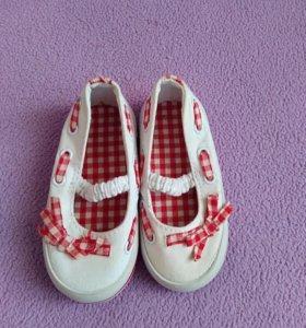 Туфельки для девочки на 6-12 месяцев