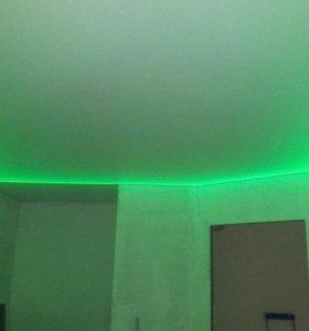 Натяжной потолок с зеленой подсветкой