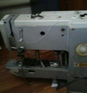 Производственная пуговичная швейная машинка
