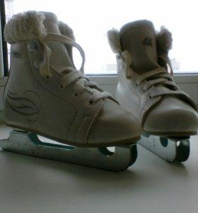 Детские двух полозковые коньки. Ботинки утеп. Р30