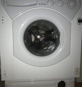 Встраиваемая стиральная машинка Ariston