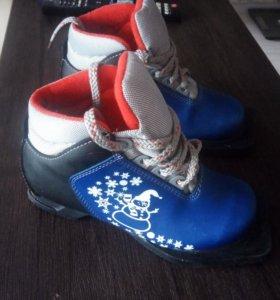 Ботинки лыжные 31 размер.