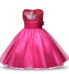 Новое нарядное платье с пайетками