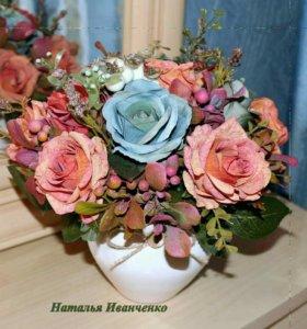 Интерьерная композиция розы в горшке