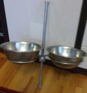 Стойка с мисками для кормления собаки