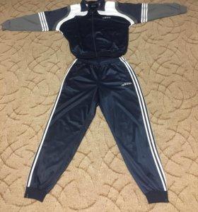 Спортивный костюм «Адидас»