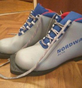 Лыжные ботинки р.36, N75