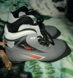 Лыжные ботинки 36р