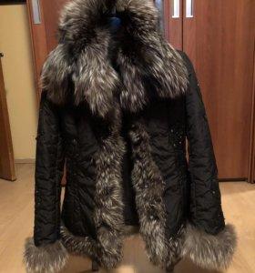 Приталенная куртка с лисьим мехом