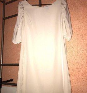 Легкое летнее платье отлично смотрится