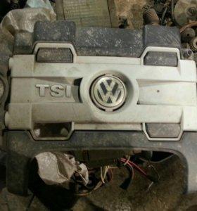 Декоративная крышка двс Volkswagen Passat 2013 г