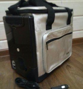Автомобильный портативный холодильник 12V/220V