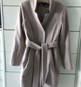 Пальто цвета пудры 42