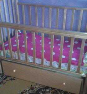 Кроватка детская с продольным маятником
