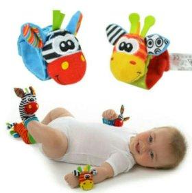 Детская игрушка погремушка на запястье